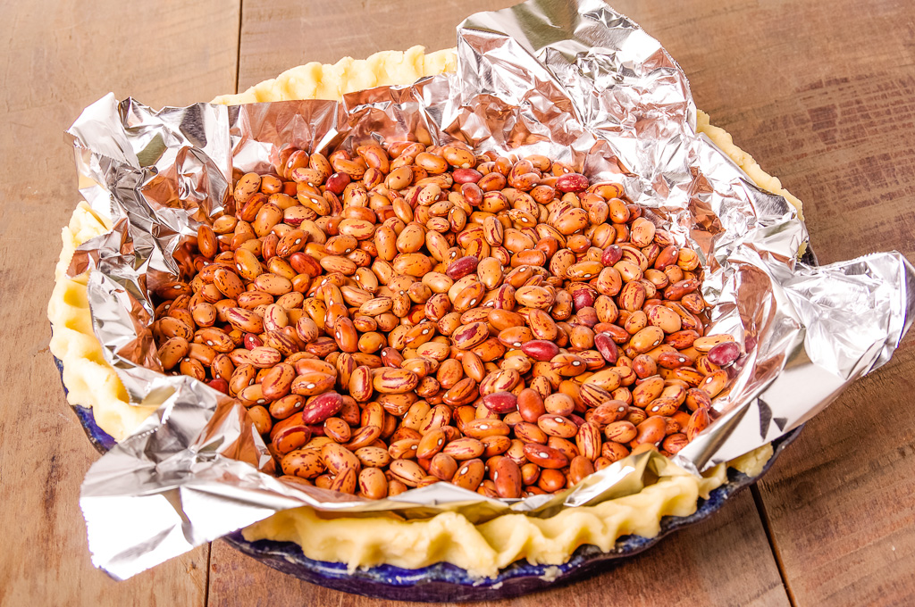 Pie crust with dried beans