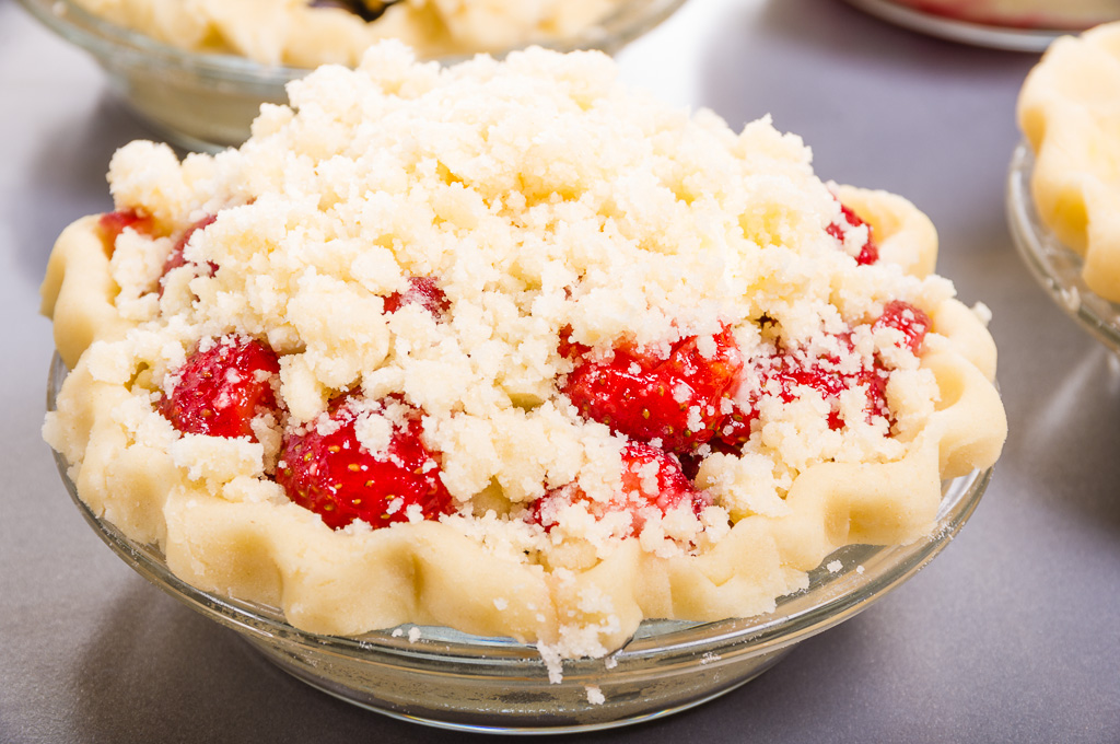 Strawberry Rhubarb Crumb Top Pie