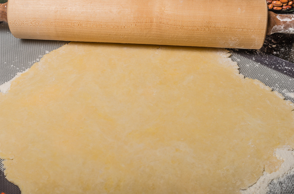 Pie Crust with rolling pin