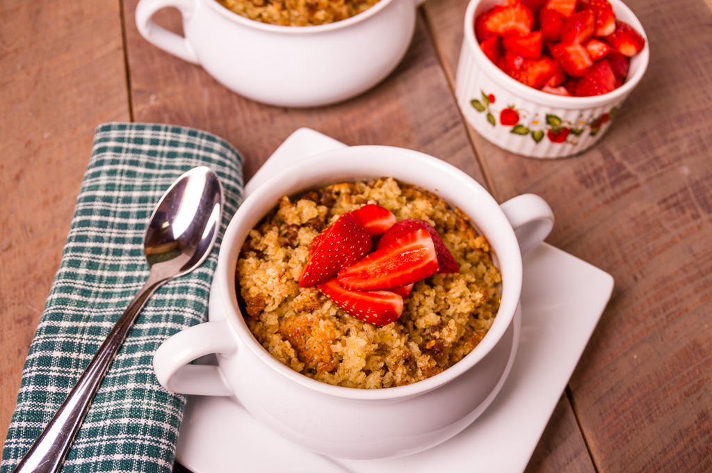 Baked Oatmeal with Fresh Strawberries