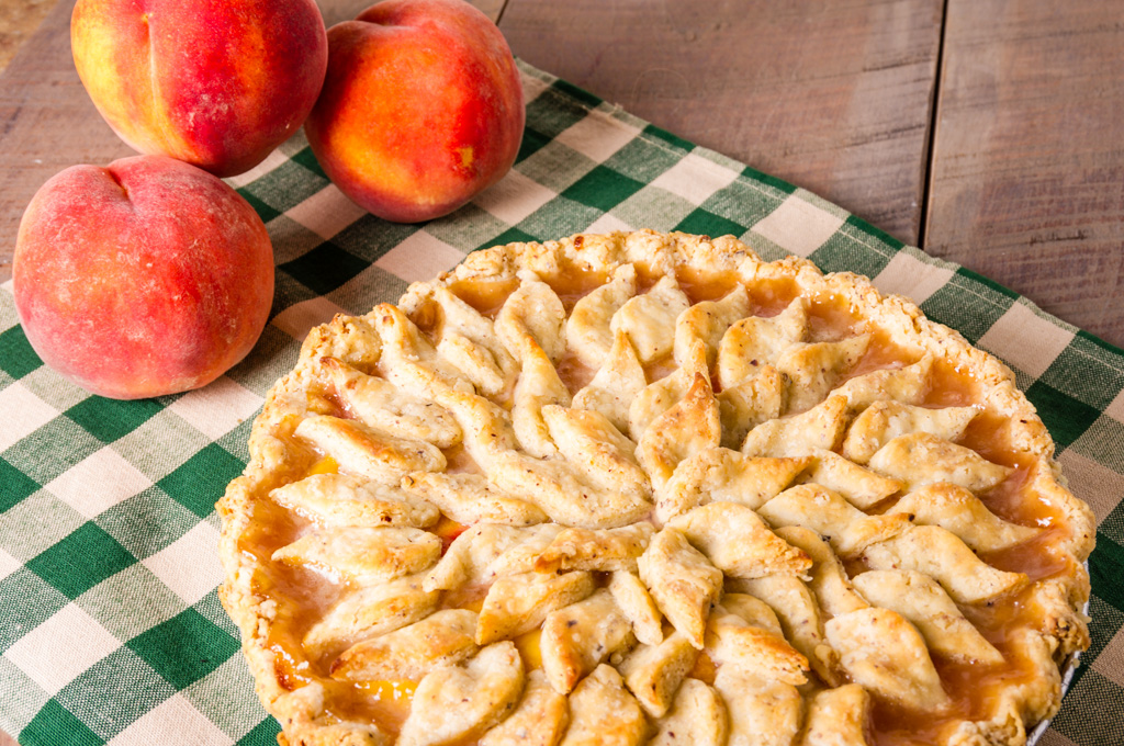 Blue Ribbon Vanilla Peach Pie with Hazelnut Crust